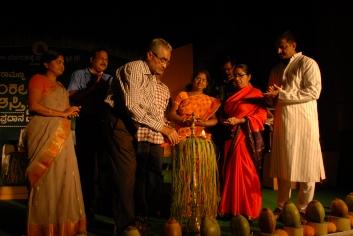 ಪ್ರಶಸ್ತಿ ಪ್ರದಾನ 2013